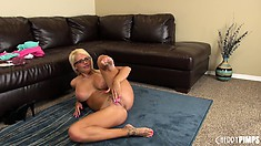 Darling babe Jacky Joy becomes mad in her attempts to please herself