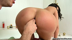 Kelly Divine puts her awesome big ass on a lucky dude's face