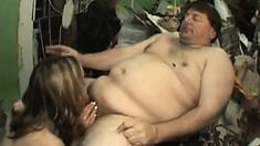 Kelly Wells satisfies a fat fans desire for a blowjob freebie