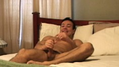 Well built man Mendoza enjoys some oral service from Thomas Bjorn