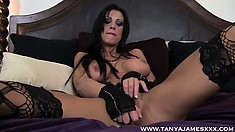 Sexy brunette goth fingers her wet snatch while teasing her tits